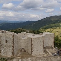 1200px_Medieval_Novo_Brdo_Fortress_after_reconstruction_1_.jpg